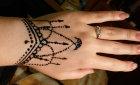 Рисунки мехенди на руке: фото, эскизы и значение