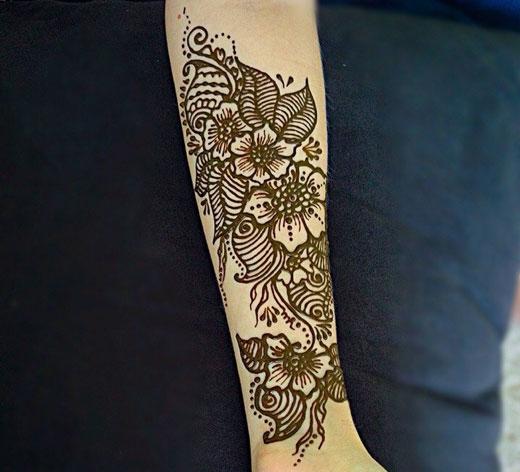 цветок лотоса на руке
