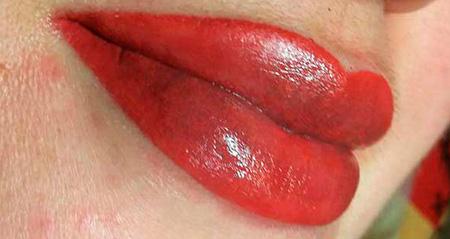 красивый цвет татуажа губ