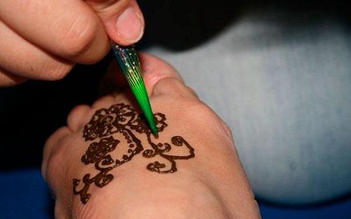 как рисовать хной
