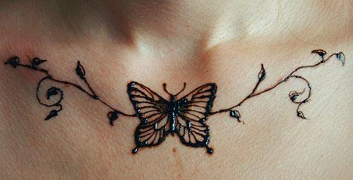 бабочка хной на ключице