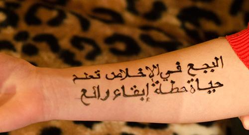 надпись хной на руке фото