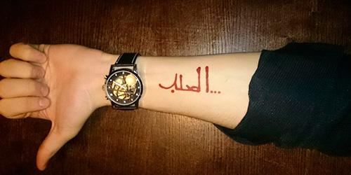 Мехенди надпись на руке