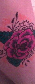 татуировка хной в виде розы