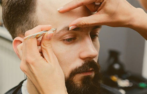 коррекция бровей мужчине