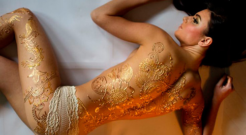 Золотые переводные татуировки на спине