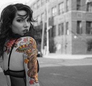 Эскизы татуировок на плече для девушек и мужчин