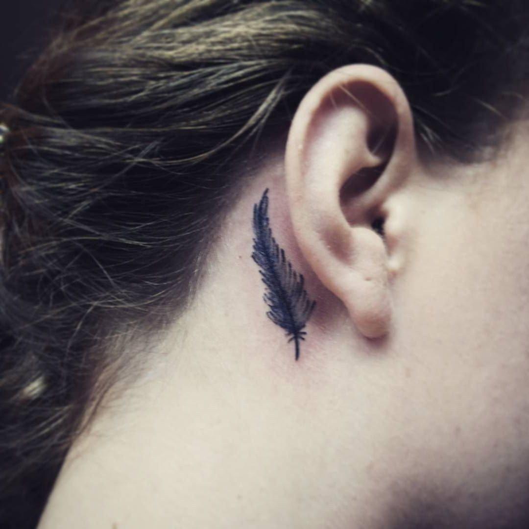 Татуировки за ухом