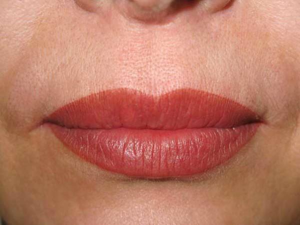 акварельный татуаж губ