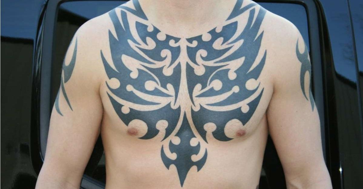 мужские тату на груди трайбл