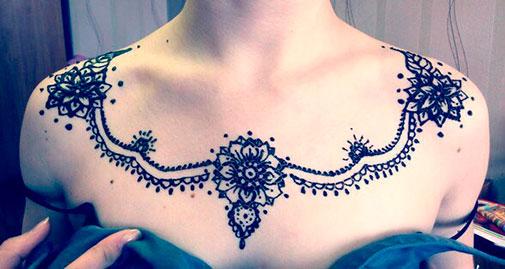 рисунок хной над грудью