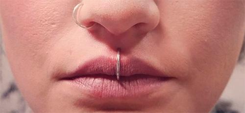кольцо в верхней губе