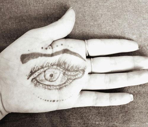 мехенди на ладони глаз