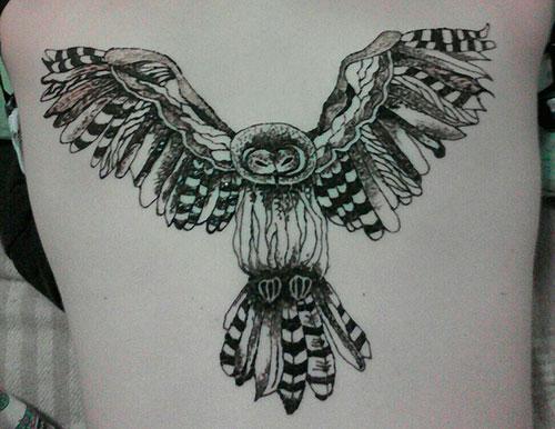 большая сова на спине