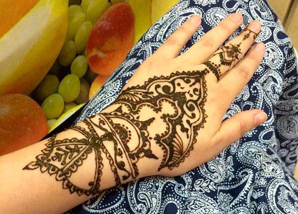 временная татуировка на руке