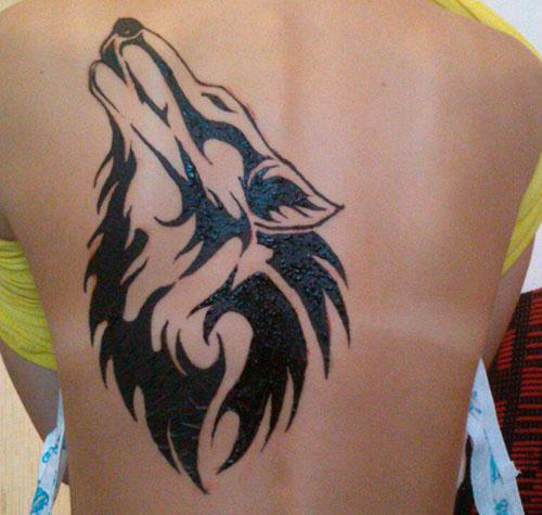 Мехенди волк на спине