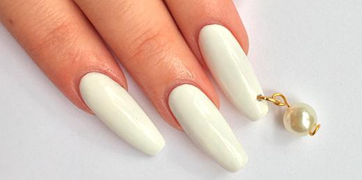 пирсинг на акриловых ногтях