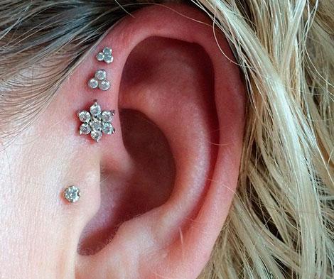 проколотые уши у девочки