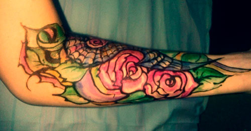 цветной узор на руке